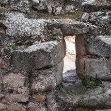 Saetera en la muralla de Alpuente